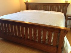 Arts and Crafts king oak bed
