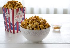 Popcorn cu caramel facut in casa – reteta video via Popcorn, Caramel, Dog Food Recipes, Cereal, Appetizers, Snacks, Breakfast, Recipes, Sweet