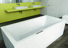 The seamless shape of the MEISTERSTÜCK CONODUO combines free-standing design with excellent bathroom comfort to produce the perfect symbiosis of clarity and serenity. The precisely executed perpendicular bathtub cladding, the flush-fitting, recessed waste, and the optimally positioned overflow knob are all made of superior KALDEWEI steel enamel, and accentuate the coherent look in the bathroom. #Kaldewei #Design #Bathtub #Badewanne #Bath