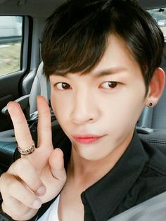 [TRANS]160816 [ #쿤 #KUHN] This weekend the heat decreased I really like it kekeke♥ #Parkjiyoon_radio EngTrans cr:@TwoTwelvee