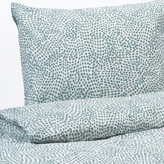 IKEA - TRÄDKRASSULA, Quilt cover and 2 pillowcases, white/blue, The polyester/cotton blend is easy to care for since the fabric is less likely to shrink and crease. Pillowcase with envelope closing. Pillowcase with envelope closing. Queen Size Duvet Covers, Queen Duvet, Ikea Bedroom Sets, Kids Bedroom, Master Bedroom, Moving New House, Motif Simple, Basement Furniture, Furniture Ideas