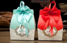 Isn't this contemporary candy box is too cute for your wedding? Exclusive design you won't find anywhere, only at Borong China Sg