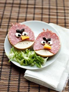 Yummy Food Art: Angry Birds ham and cheese sandwiches. May be the perfect dish to start a food fight. Cute Food, Good Food, Yummy Food, Awesome Food, Healthy Food, Healthy Eating, Bird Party, School Snacks, Kid Snacks