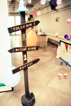 1. Yaş Doğum Günü Partisi Happy Brithday, Monthly Pictures, Safari Party, Happy B Day, Cafe Design, Little Man, Baby Month By Month, House Party, Party Time