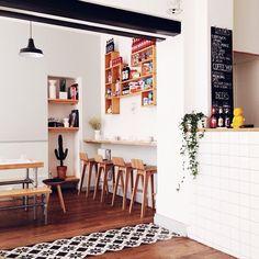 Jolie idée que celle du carrelage mosaïque entre 2 sols en parquet #cuisine