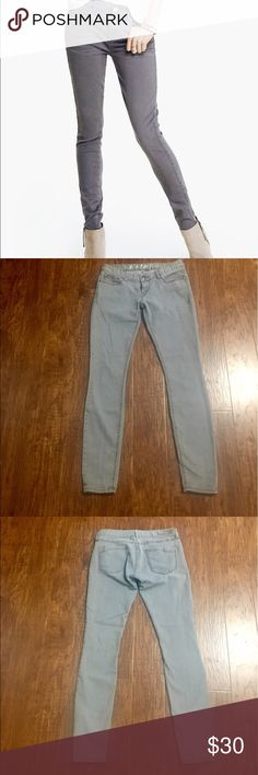 """Express jean leggings Great broken in preowned condition. Express legging jeans and gray. Size 4. 79% cotton 19% polyester 2% spandex.  🚫MEASUREMENTS LAYING FLAT: Waist:15"""" Hips:18"""" Inseam:31"""" Leg opening:5"""".         050517 Express Jeans Skinny"""