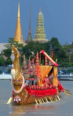 Royal Barge Procession, Bangkok - Fantastic stopover when travelling to Koh Samui #thailand #bangkok #kohsamui #kosamui #kohsamuivillas