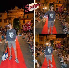 Lorenzo indossa un bermuda Super Vintage micro fantasia abbinato ad un felpa Italian Lab. Tutto made in Italy. Un pratica borsa a tracolla firmata Kappamery (pezzo unico fatto a mano) e un orologio SmileSolar (a ricarica solare, attento all'ambiente), completano il look.  #SpagoAbbigliamento #AbbigliamentoUomo #SpagoUomo #AccessoriUomo #Accessori #Sfilata #SfilataUomo #Runway #BorgoSanRocco #MenRunway Ravenna24Ore Abbigliamento Uomo Ravenna RavennaToday
