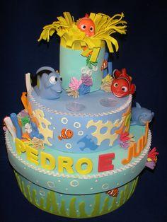Caixa de Bolo Gelado no tema Procurando Nemo. Ideal para levar para escolinhas ou festas em geral. Personalizamos com o nome que desejar. Consulte no modelo em caixa retangular. R$ 104,00