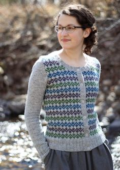 Knit yourself an office cardi - Kate Davies design Vintage Knitting, Baby Knitting, Knitting Designs, Knitting Projects, Diy Kleidung, Girls Sweaters, Cardigans, Fair Isle Pattern, Fair Isle Knitting