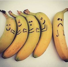don't be left out of the bunch! Banana Crafts, Banana Art, Love Hug, Humor Grafico, Feel Better, How Are You Feeling, Photo And Video, Fruit, Food