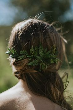 Side-swept loose curls and greenery | Image by  The Toths Photo & Film
