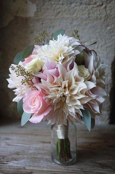 bouquet de mariée (rose, dahlia).... No roses though... Peonies instead! And dif colors
