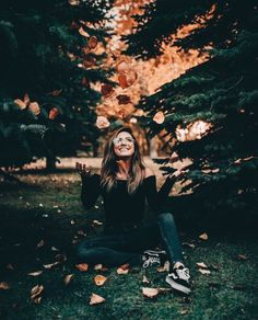 Imagine fall, girl, and photography Autumn Photography, Girl Photography, Creative Photography, Instagram Photos Photography, Halloween Photography, Texas Photography, London Photography, Picture Poses, Photo Poses