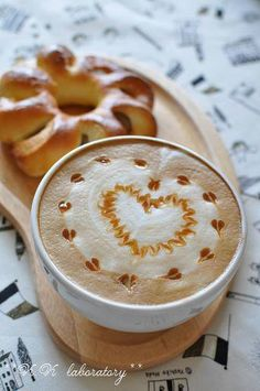 Latte art is the cherry on top of an incredible coffee drink. Here are some of our favorite latte art GIFs from some very talented baristas. Coffee Latte Art, I Love Coffee, Coffee Cafe, Coffee Break, My Coffee, Coffee Drinks, Morning Coffee, Coffee Heart, Cappuccino Art