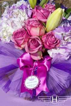 Pretty Ballerina Tutu centerpiece...could use with whatever color theme your party or wedding is! Lovveee