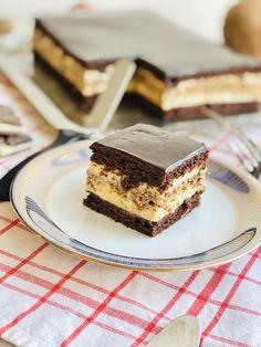 Prăjitură alba-neagra cu nucă, cremă de vanilie și glazură de ciocolată - Chef Nicolaie Tomescu - Prăjitură alba-neagra cu nucă, cremă de vanilie și glazură de ciocolată Food Cakes, Cheesecakes, Cake Recipes, Good Food, Food And Drink, Ice Cream, Sweets, Homemade, Cookies