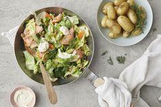 Savulohi-varhaiskaalipannu Guacamole, Potato Salad, Tacos, Potatoes, Ethnic Recipes, Food, Potato, Essen, Meals