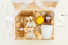 Hate hot toddy, but like the idea of a drink gift box.maybe apple cider or hot cocoa? Craft Gifts, Holiday Gifts, Cider Cocktails, Alcohol Gifts, Hot Toddy, Valentine's Day Diy, Diy Kits, Lauren Conrad, Gift Ideas