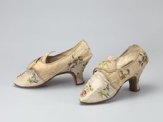 Pair of women shoes, 1780s. Cream silk brocaded with floral sprays.