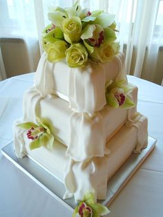 Wedding Cake Recipes Wedding Cakes: Elegant draped wedding cake with green roses - Looking for the perfect wedding cake? Get inspired with pictures of our favorite wedding cakes! Wedding Cake Fresh Flowers, Beautiful Wedding Cakes, Gorgeous Cakes, Pretty Cakes, Amazing Cakes, Cake Wedding, Bouquet Wedding, Perfect Wedding, Wedding Reception