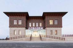 Acıbadem Hastanesi Zekeriyaköy Tıp Merkezi binası dış cephe  ahşap kaplama işlerimiz//  Our wood facade work for Acibadem Health Group in Istanbul.