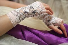 Rose and White Lace Fingerless Gloves  / Burlesque / Gothic / Steampunk / Caberet / Bohemian / Elegant / Romantic / Vintage / Victorian