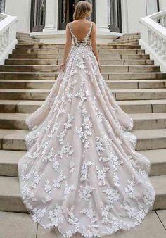 Best Indian Wedding Dresses, Pakistani Wedding Dresses, Wedding Dress Trends, Princess Wedding Dresses, Bridal Wedding Dresses, White Wedding Dresses, Wedding Dress Styles, Weeding Dresses, Backyard Wedding Dresses