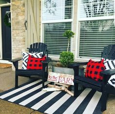 The Most Amazing Front Porch Design Ideas to Get Refreshing Home Entry – farmhouse front door with screen Summer Porch Decor, Summer Front Porches, Small Front Porches, Farmhouse Front Porches, Front Porch Design, Porch Designs, Front Patio Ideas, Fromt Porch Ideas, Decorating Front Porches