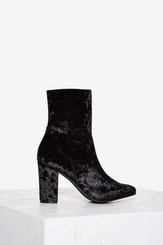 Nasty Gal Tibby Velvet Boot - Black Samtschuhe, Schwarze Stiefel, Blockabsatz  Schuhe, High 707bf8a808