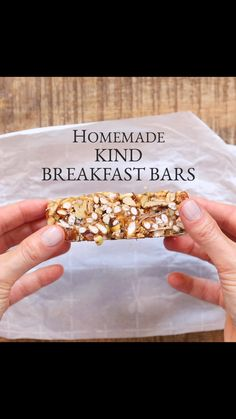 Homemade Kind Breakfast Bar Are you always looking for a quick breakfast you can grab on your way out the door or a midday energy boost? These Easy Homemade KIND Bars are the perfect solution. Vegan, gluten and refined sugar free. Healthy Bars, Healthy Sweets, Healthy Drinks, Healthy Snacks, Healthy Recipes, Free Recipes, Healthy Granola Bars, Protein Bar Recipes, Healthy Cereal Bars