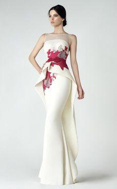 Посыл новой коллекции вечерних платьев от Saiid Kobeisy заставляет задуматься. Ливанский модельер призывает: «Обними ту гламурную красавицу, которая живет внутри тебя, и позволь себе стать настоящей звездой красной дорожки».Эти платья, созданные дизайнером с такой любовью к женщине, подходят даже для самых роскошных вечеринок. В его коллекции найдутся платья в классическом, ультрамодном или по-девичьи нежном стилях.