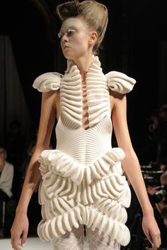 Liu Fang - structured construction, sculptural #fashion design