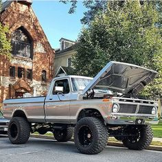 "13.2k Likes, 62 Comments - Southern Trucks (@southerntrucksmafia) on Instagram: ""@silvertruck78 #ford #f250 #fordf250 #liftedford #liftedf250 #liftedlife #liftedtrucks #oldschool…"""