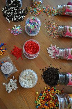 Sprinkles¡¡¡ que son y como hacerlos¡¡ Fondant Cupcakes, Cupcake Cakes, Cup Cakes, Sprinkles, Cake Decorating Piping, Cake Makers, Frozen Party, Royal Icing, Sugar Cookies