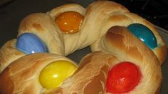 Recipe: Traditional Easter Bread Summary: The traditional bread that is served on Easter is the Tsoureki. The bread is a sweet yeast based loaf that is braided. Usually the dough is formed into 2 shapes, a circle or a long loaf. Either design is then manipulated to allow for at least …