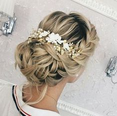 This beautiful airy handmade bridal hair comb made with pretty crystal elements, handcrafted flowers, ivory glass pearls and tiny leaves. Complement most wedding hairstyles. It is the perfect bridal headpiece for that woman who wants to simply sparkle on her wedding day. ♥ Size approx 20 #weddinghairstyles