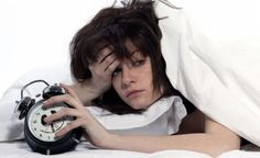 5 Sleep Problems Nobody Talks About. Good quality sleep is essential. Sleepwalk, Jittery or restless legs, snoring, grinding teeth in sleep are all related Home Remedies For Sleep, Natural Remedies For Insomnia, Sleep Remedies, Insomnia Cures, Natural Sleeping Pills, Natural Sleep Aids, Rem Sleep, Healthy Lifestyle Changes, Sleep Problems