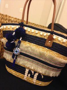 Bolsa de palha customizada by @graffaria Diy Sac, Beautiful Bags, Straw Bag, Handmade, Fashion, Beach Bags, Handmade Bags, Beaches, Recycling