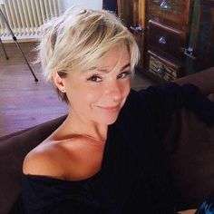 60 Beautiful Short Hair for Girls 2019 - - Short Hairstyles - Hairstyles 2019 In the event that you need to crisp up your hair, we offer you to attempt short hair styles. Short hair is attractive and you will have an a la mode look in the Long To Short Hair, Short Hair Styles Easy, Girl Short Hair, Short Hair Cuts For Women, Short Hairstyles For Women, Easy Hairstyles, Girl Hairstyles, Curly Hair Styles, Hairstyle Ideas