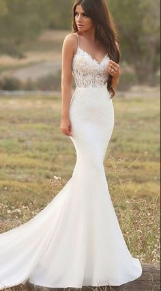 White wedding dress. Brides dream of finding the most suitable wedding, but for this they need the most perfect bridal dress, with the bridesmaid's outfits complimenting the wedding brides dress. These are a variety of suggestions on wedding dresses.