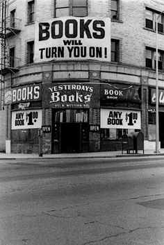 Beautiful Vintage Photos of Bygone Bookstores