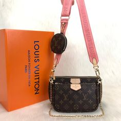 Louis Vuitton Multi Pochette AccessoiresGenuine and digital leather bagIt consists of three parts, two bags and one wallet.Khaki green and pink hangers are available.Large bag size cmThe size of the small bag is cm. Louis Vuitton Keychain, Louis Vuitton Monogram, Vuitton Bag, Louis Vuitton Handbags, Burberry Classic, Everyday Bag, Cute Bags, Paris, Cowhide Leather