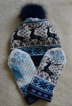 NORWEGIAN Scandinavian Hand Crafted 100% wool HAT and MITTENS set, M / L, folk art, reindeer. via Etsy.