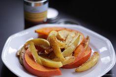 Gaumenschmaus und Sweet Chili Sauce zu Ofenkartoffeln & Kürbisspalten #pumpkin #potatoes #vegan #vegetarian