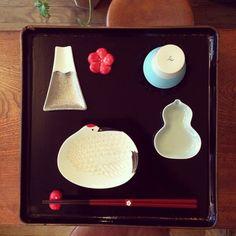 Ceramic Plates, Porcelain Ceramics, Ceramic Pottery, Ceramic Art, Japanese Chopsticks, Japanese Table, Lucky Symbols, Plate Presentation, Chopstick Rest