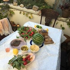 first i looked up the pic i thought it was Turkish meals on the table