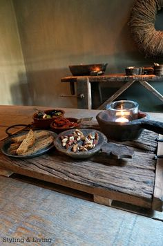 Vrijdagmiddag borrel  Styling & Living showroom.  Houten tray, houten kommetjes en zinken schaaltje : www.stylingandlivingshop.nl