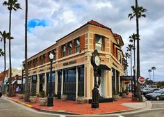 The famous Doryman's Inn Bed and Breakfast and 21 Oceanfront in McFadden Square, Newport Beach, California