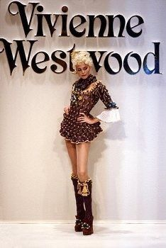 Fashion Week, 90s Fashion, Runway Fashion, Fashion Models, Fashion Brands, High Fashion, Fashion Beauty, Fashion Show, Vintage Fashion